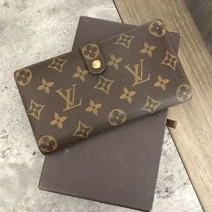 Louis Vuitton Kisslock Bifold Wallet
